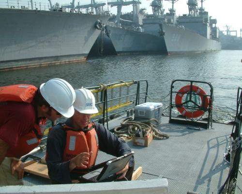 Boot half in het slib op 15 m -wateroppervlak (Gashoudend slib remt sonar vandaar hier inzet radar)